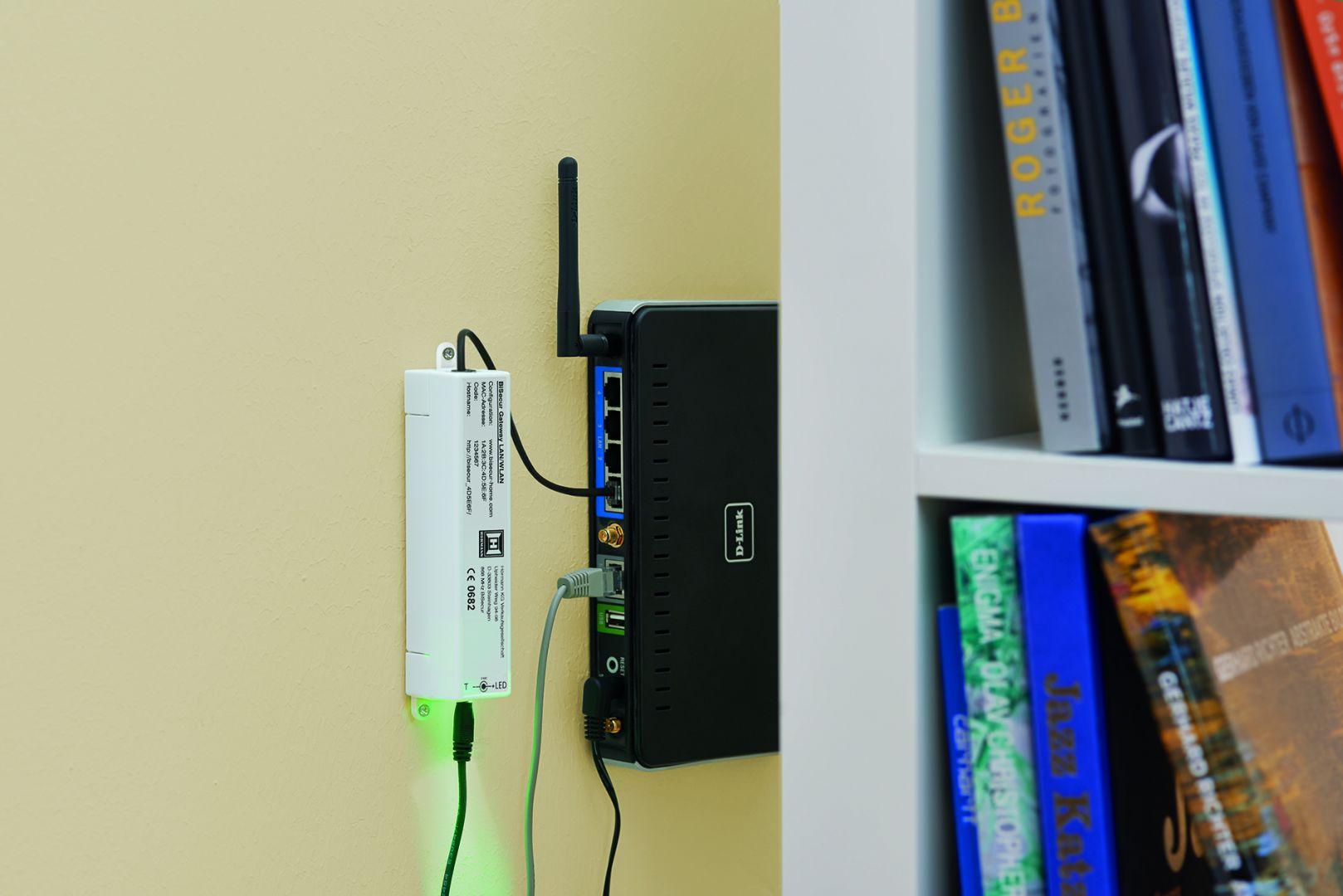 Wszystkie napędy, odbiorniki i elementy obsługi BiSecur są ze sobą w 100% zgodne, a system informacji zwrotnej jest kompatybilny z wieloma produktami firmy Hörmann, takimi jak napędy SupraMatic i ProMatic do bram garażowych, napędy RotaMatic i LineaMatic do bram wjazdowych, napęd ECturn do drzwi wejściowych ThermoSafe i ThermoCarbon, a także napęd PortaMatic do drzwi wewnętrznych. Fot. Hörmann