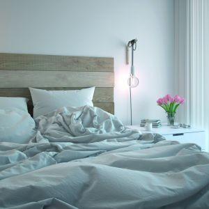 Krystalicznie czysta biel Beckers Designer White otuli przyjemnie do snu, a rano rozświetli wnętrze dając energię na cały dzień. Fot. Beckers