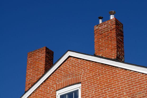 Wspomagają wentylację grawitacyjną wywiewną oraz ciąg w kominach spalinowych i dymowych. Stosowanie nasad kominowych, bo o nich mowa, nakazuje w określonych przypadkach Rozporządzenie Ministra Infrastruktury z dnia 12 kwietnia 2002 r. w sprawie war