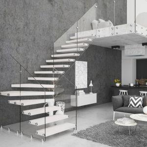 Schody (L) jednozabiegowe Aira ze stopniami z mozaiki bukowej w kolorze białym oraz szklaną balustradą. Fot. Rintal Polska