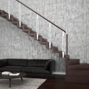 Schody (L) jednozabiegowe Otto oparte na konstrukcji drewnianej, ze stopniami z mozaiki bukowej w kolorze ciemnego mahoniu oraz balustradą chromowaną Leaf Metal. Fot. Rintal Polska