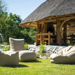 Fotele ogrodowe mogą występować w różnych fasonach. Fot. Pufy.pl