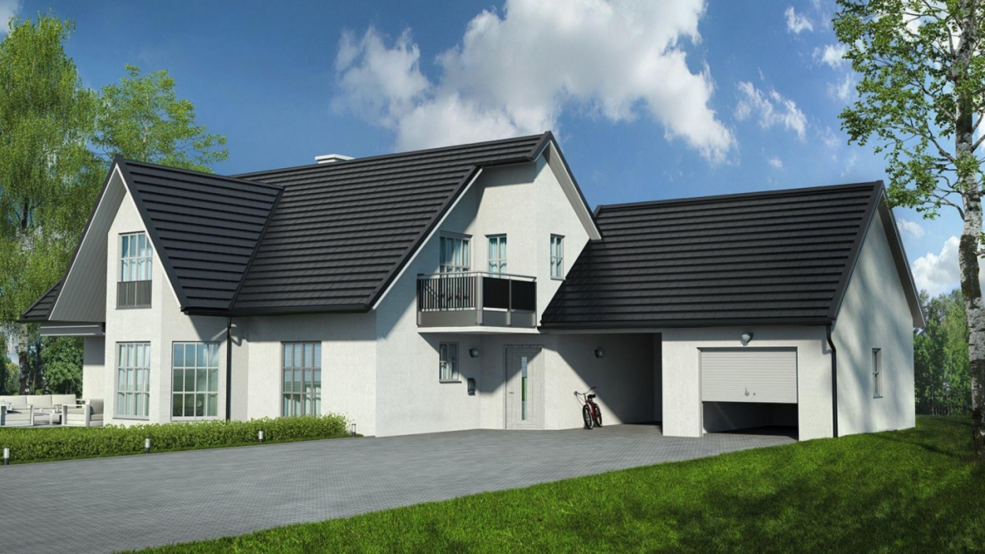 Tysenia to nowoczesne rozwiązanie dachowe dla inwestorów poszukujących wyjątkowego efektu wizualnego. Minimalistyczny, surowy wygląd blachodachówki harmonizuje z aktualnymi trendami architektonicznymi, a płaski kształt gwarantuje uniwersalne zastosowanie.  Fot. Blachotrapez