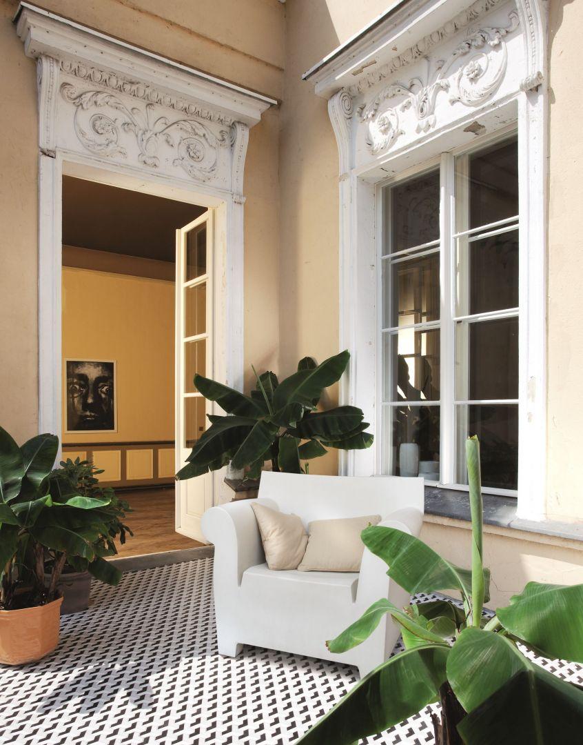 Płytki marki Korzilius świetnie sprawdzą się na zewnątrz pomieszczeń – balkonach, czy tarasach – nadając świeżego, nowoczesnego wyglądu każdej aranżacji. Fot. Tubądzin
