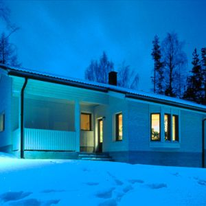 """Dom """"niskoenergetyczny"""", jak sama nazwa wskazuje, charakteryzuje się ograniczonym zapotrzebowaniem na energię cieplną. Fot. Paroc"""