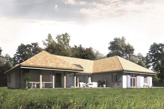 Prezentujemy projekt domu o rozłożystej bryle i powierzchni użytkowej 301,9 mkw. w stylu country.Komfortowy domwyróżnia siędużą przestrzenią dzienną i przestronnymi tarasami.