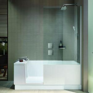 Strefa prysznicowa posiada parawan, który może być opcjonalnie wybrany w wersji lustrzanej. Fot. Duravit