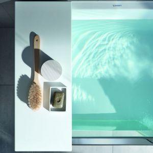 W opcji zamkniętych drzwi wanna może służyć do relaksującej kąpieli lub być używana jako brodzik. Podczas kąpieli, blokada drzwi gwarantuje, że szklane drzwi nie mogą być przypadkowo otwarte. Fot. Duravit