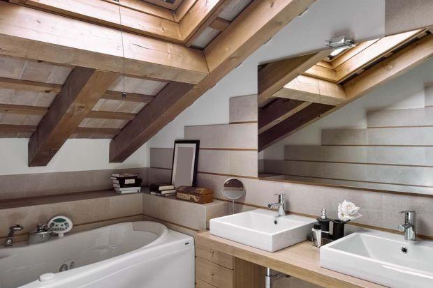 Zobacz jak przestronnie urządzić łazienkę na poddaszu
