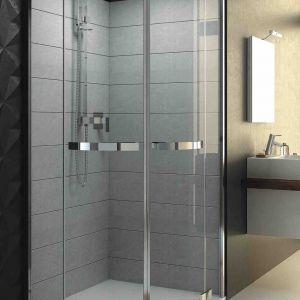 Ze względu na swoją wysokość, kabina prysznicowa daje stosunkowo niewielkie pole manewru podczas prób jej optymalnego umiejscowienia w łazience na poddaszu. Jeśli więc się na nią zdecydujemy, powinna być pierwszym sprzętem, którego położenie zaplanujemy. Fot. Aquaform
