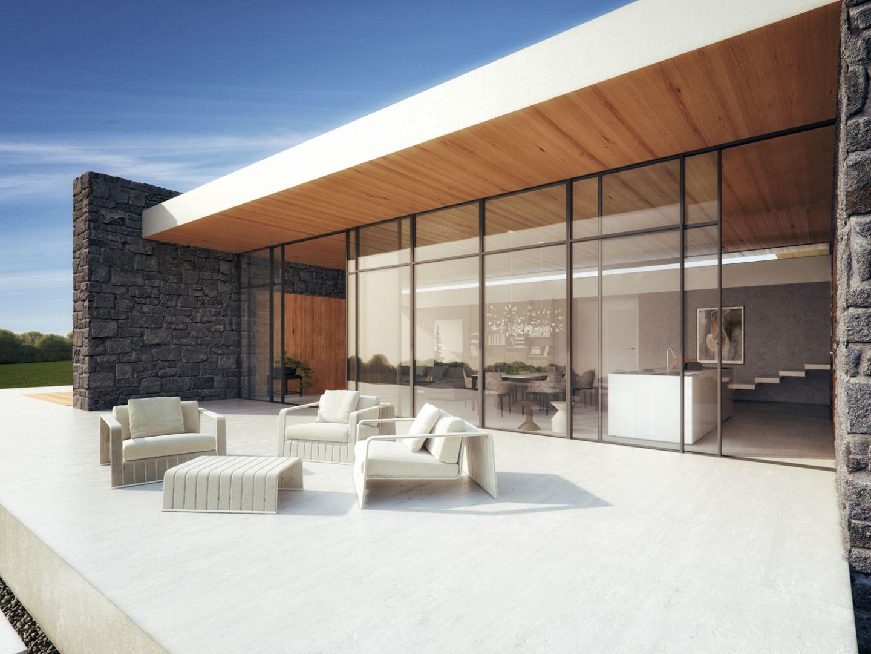 Od strony wschodniej i zachodniej budynek jest odcięty, ponieważ nie ma żadnego okna, oprócz wewnętrznego patio. Obiekt otwiera się jedynie na południe, czyli na działkę i najładniejszy na niej widok. Fot. 81.WAW.PL