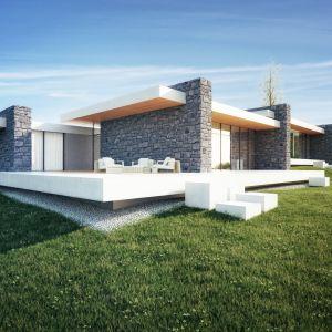 Szare ściany będą zbudowane z tynku lub spieku. W budynku pojawiają się horyzontalne linie tarasów, które unoszą się trochę nad ziemią. Są białe, ponieważ nawiązują do dachów, których spód wykończony jest drewnem. Fot. 81.WAW.PL