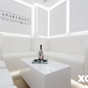 Specjalna loża, która służy jako dodatkowa intymna przestrzeń tego apartamentu.Fot. Naboo