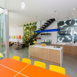 Dom został wyposażony w instalacje grzewczo-chłodzące o wysokiej sprawności (COP). Fot. Cameron McNall