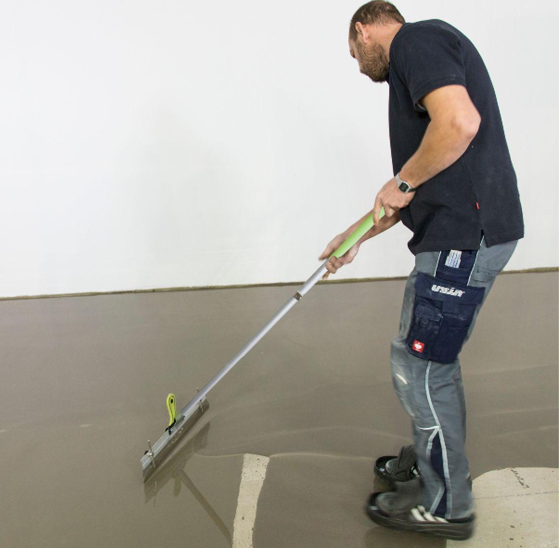 O czasie realizacji posadzki decydują trzy podstawowe elementy: gotowość podłoża (jastrychu) do prac montażowych, długość trwania samego montażu oraz możliwość użytkowania wykończonej powierzchni. Fot. Uzin
