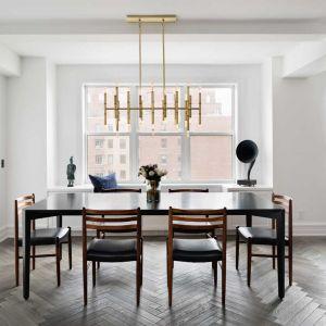 Podczas gruntownej renowacji zburzono ściany i stworzono całkowicie nowy, otwarty układ pomieszczeń, typowy dla nowoczesnego, nowojorskiego budownictwa. Fot. Amanda Kirkpatrick
