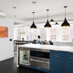 Jadalnia została połączona z kuchnią w ramach otwartego planu aranżącji przestrzeni użytkowej. Fot. Amanda Kirkpatrick