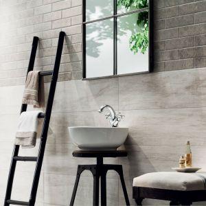 Nowa kolekcja Wood marki Korzilius łączy w sobie praktyczność, elegancję i harmonię. To płytki imitujące drewno, z jego naturalnym usłojeniem. O ile jednak wyglądem do złudzenia przypominają tworzywo, które naśladują, o tyle w konserwacji są nieporównywalnie łatwiejsze. Fot. Ceramika Tubądzin