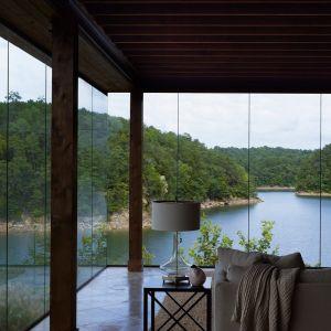 Architekci ze studia Christopher Architecture & Interiors, wychodząc naprzeciw wyzwaniom topograficznym, stworzyli unikalne, przemyślane i funkcjonalne wnętrza, które są równie funkcjonalne jak piękne. Fot. Luker Photography