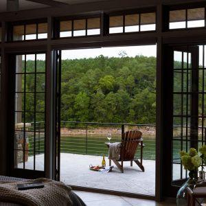 Fasada od strony północy wykonana jest w całości ze szkła, dostarczonego przez firmę Nelson Glass. Fot. Luker Photography