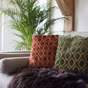 Hitem są również sofy pikowane w starym stylu. Fot. Dutchhouse.pl
