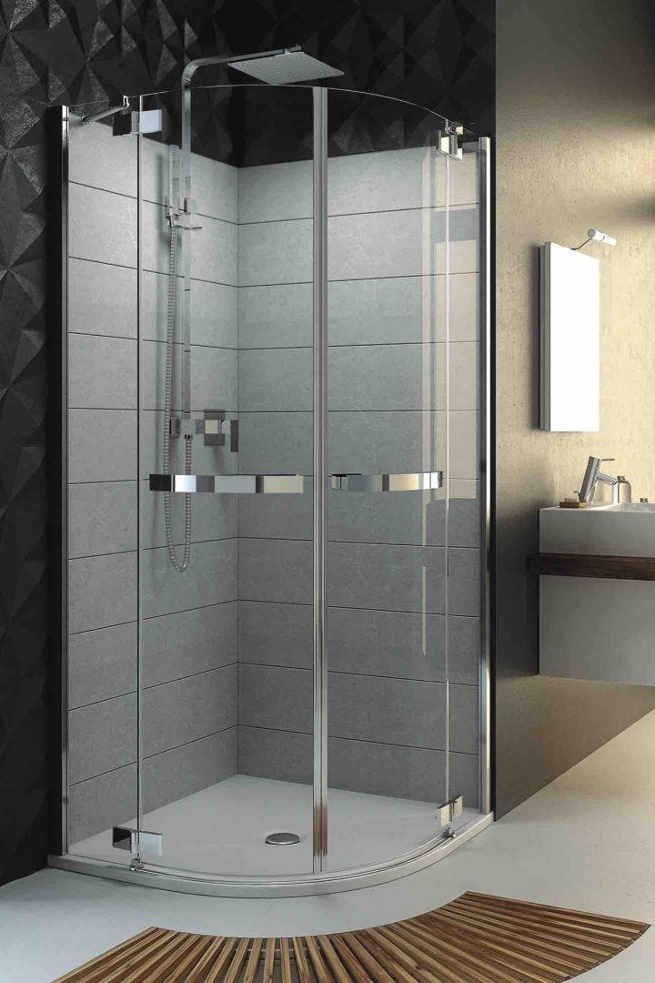 Ze względu na swoją wysokość, kabina prysznicowa daje stosunkowo niewielkie pole manewru podczas prób jej optymalnego umiejscowienia w łazience na poddaszu. Fot. Aquaform