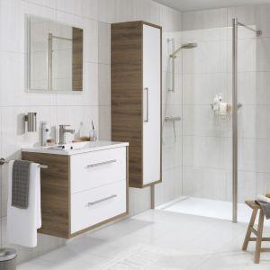 Nie zapomnijmy zaopatrzyć łazienkę w kosmetyki: mydła i szampony, żele pod prysznic, miękkie ręczniki, szlafrok, zapasowe szczoteczki do zębów i pastę, a także suszarkę. Wszystkie te dodatki sprawią, że każdy gość poczuje się wyjątkowo. Fot. Tiger
