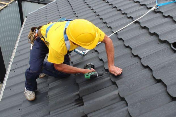 Przyszedł jesienny czas na przegląd i konserwację dachu