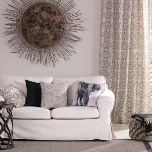 Dodatkowo możesz skorzystać z darmowej wysyłki próbek materiałów, dzięki którym dopasujesz idealny wzór i kolor do swojego salonu. Fot. Dekoria.pl