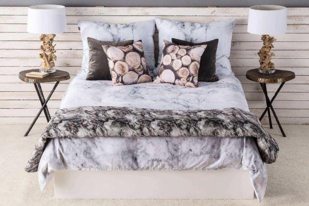 Funkcjonalna sypialnia to pomieszczenie, które współgra z naszymi potrzebami, pozwala na wyciszenie oraz odpoczynek. Można osiągnąć taki efekt, jeśli w trakcie urządzania będziemy pamiętać o jej przeznaczeniu. Po pierwsze, aby sypialnia mogła