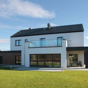 Współczesne technologie umożliwiają otynkowanie lub pomalowanie domu na niemal dowolny odcień. Marka Baumit oferuje swoim klientom aż 888 opcje kolorystyczne, dzięki czemu każdy inwestor ma możliwość wyboru idealnego odcienia – zarówno pod względem własnych preferencji, jak i wymogów otoczenia oraz specyfiki samego budynku. Czegóż chcieć więcej?  Fot. Baumit