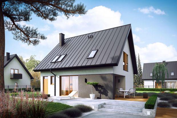 Mini 5 to mały i tani w budowie dom, który jest idealną propozycją zarówno dla młodego małżeństwa, singla jak i pary seniorów. Prosta, kompaktowa forma, brak zbędnych detali i odpowiednie rozmieszczone okien sprawiają, że projekt jest bardzo