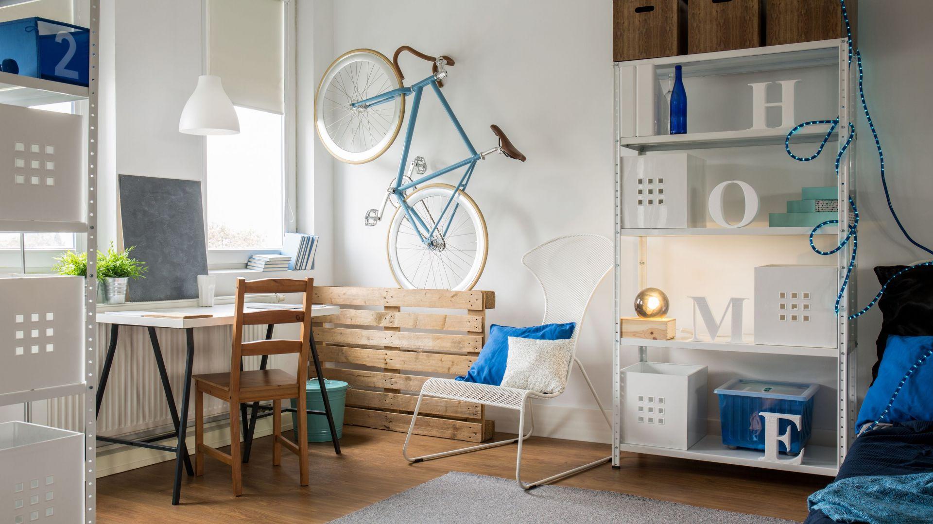 Prezentujemy 5 sposobów na urządzanie małych pomieszczeń, tak aby je optycznie powiększyć. Fot. Franc Gardiner