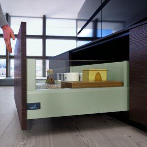 Bazując na systemach ArciTech oraz InnoTech Atira, stworzonych przez niemiecką firmę Hettich, można skonstruować niemal każdy typ szuflady pod względem wielkości, wytrzymałości czy zagospodarowania wnętrza oraz oczywiście kolorystyki. Fot. Hettich Polska