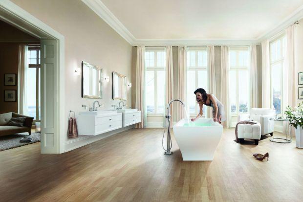 Jak zaprojektować przestrzeń łazienki, by jej styl, pozostając ponadczasowym, odpowiadał na panujące trendy? Czy lepiej postawić na klasyczny minimalizm? A może wybrać wyraziste trendy? Dzięki bateriom łazienkowym Grohe nie musimy wybierać! Ni