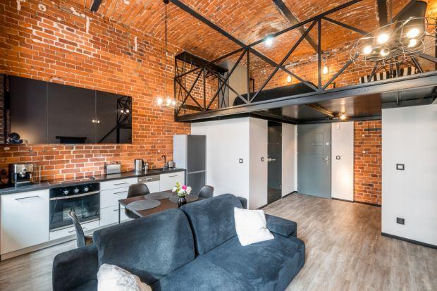 Zastanawiając się nad zakupem mieszkania najczęściej zwracamy uwagę na metraż, lokalizację oraz cenę. Warto też sprawdzić jego wysokość, zwłaszcza jeśli zależy nam na przestronnym wnętrzu. Jednak, co tak naprawdę kryje się pod pojęciem