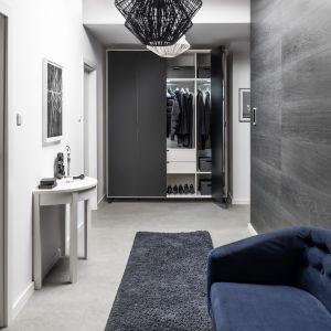 Vox oferuje ponad dwadzieścia dekorów nawiązujących do naturalnego kamienia, drewna, betonu czy postarzanej blachy. Fot. Vox