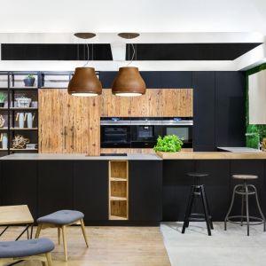 Tak naprawdę w naszych domach jest dużo rzeczy, za sprawą których możemy rozpocząć swoje ekologiczne życie. Wiele czynności związanych jest bezpośrednio z kuchnią. To serce każdego domu, w którym spędzamy dużo czasu. Urządzenia znajdujące się w kuchni aby działać wykorzystują energię elektryczną. Fot. Studio Max Kuchnie, Vigo