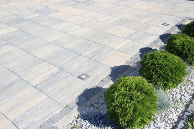 Dziś opowiemy o ogrodach nowoczesnych, które doskonale komponują się z modernistycznym, minimalistycznym budownictwem. Są odpowiednie dla osób ceniących przede wszystkim prostotę i funkcjonalizm oraz tych szczególnie zabieganych, ponieważ ich co