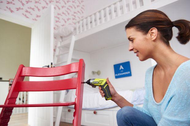 Drobne usterki zdarzają się w każdym gospodarstwie domowym, a potrzeba przykręcenia kilku dodatkowych śrub zazwyczaj spędza nam sen z powiek. Jednak z pomocą odpowiedniego sprzętu, wszystkie drobne prace okażą się dziecinne proste. Marka Ryob