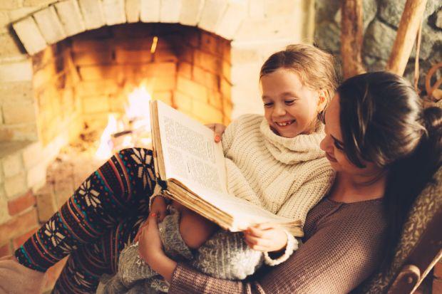 Podpowiadamy jak utrzymać świąteczny czar kominka przez cały rok