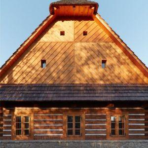 Aby zachować te tradycyjne ułożenie, architekci zdecydowali się na minimalne interwencje w bryłę połączonych budynków. Fot. Jakub Skokan, Martin Tůma  BoysPlayNice