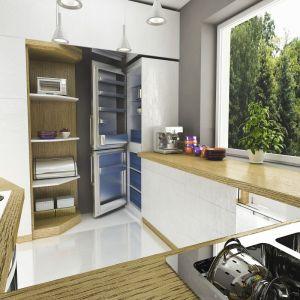 Atutem tej częściowo otwartej kuchni jest ogromne okno. Fot. Dom dla Ciebie Pracownia Projektowa Archeco