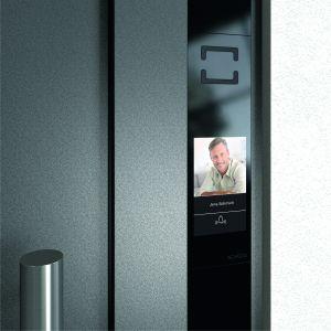 Szacuje się, że automatyka budynkowa może pozwolić na zmniejszenie zużycia energii o nawet 30%. Fot. Schüco