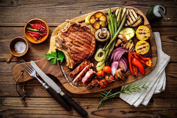 Grillowanie to bardzo przyjemna forma spędzania wolnego czasu w gronie rodzinnym, z przyjaciółmi lub znajomymi. Warto poznać kilka zasad, dzięki którym dania z grilla będą zdrowsze i równie smaczne.