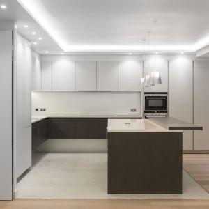 Piękna nowoczesne kuchnia idealnie pasuje do wnętrza domu. Fot. Nick Leith-Smith
