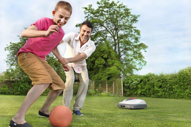 Ogród tworzymy dla siebie – jako estetyczne miejsce relaksu i przede wszystkim dla dzieci - jako bezpieczne miejsce zabaw. I warto zadbać o odpowiedni dobór roślin, zaplanowanie kompozycji zieleni, obiektów małej architektury ogrodowej oraz obiekt