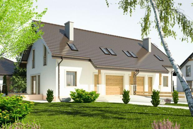 Propozycja projektowa niewielkiego domu jednorodzinnego z wykorzystanym poddaszem na cele mieszkalne w zbliźniaczonym układzie.