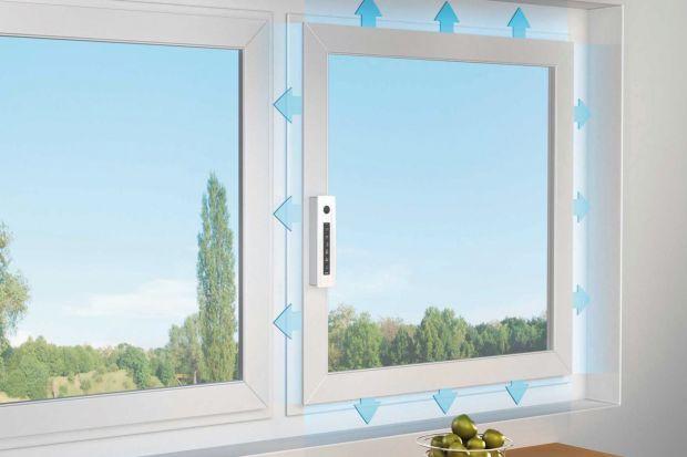 Okna wyposażone w odpowiednie akcesoria stają się czymś więcej niż tylko źródłem dziennego światła i barierą przed zimnem. Wykorzystanie napędów okiennych pozwala zoptymalizować wentylację całego domu, uchronić domowników przed uciążl