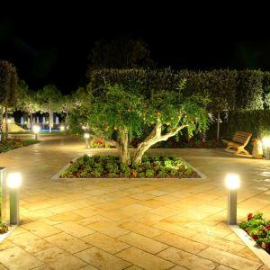 Odpowiednie oświetlenie ogrodu to nie tylko walory estetyczne, ale również zwiększenie poczucia bezpieczeństwa. Fot. GTV Poland